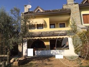Villetta a schiera laterale con box doppio e posto auto nel Comune di Aosta (Lotto I)