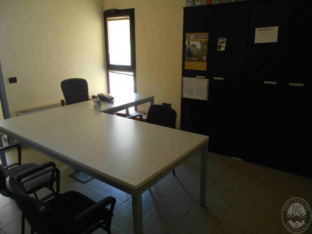 Ufficio Mobile Legno : Ufficio produzione due tavoli con piano in legno grigio mobile