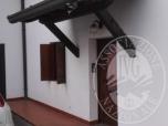 Immagine di Fabbricato unifamiliare a schiera con cortile in proprieta' esclusiva ed annessa autorimessa.