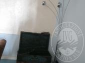 LOTTO 12/28  LAMPADA DA TERRA A 5 LUCI IN ACCIAIO E TAPPETO, 4 VASI