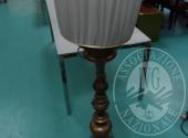 Liq. M.M. n. 7/2017 - Lotto 152: Lampada da terra in metallo ottonato, 2 luci con paralume in stoffa