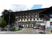Immobile ad uso albergo e pertinenze in pieno centro, da ristrutturare.