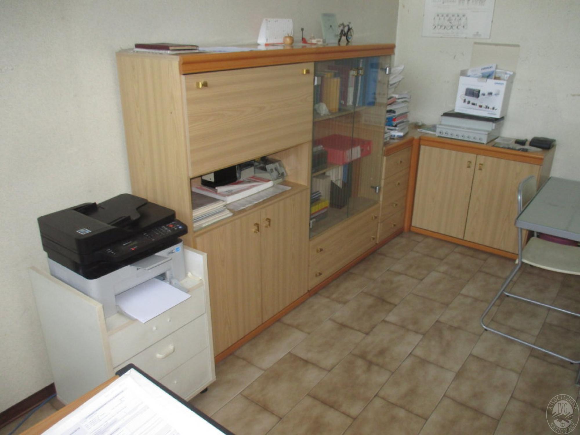 Lotto attrezzature e arredamento per ufficio